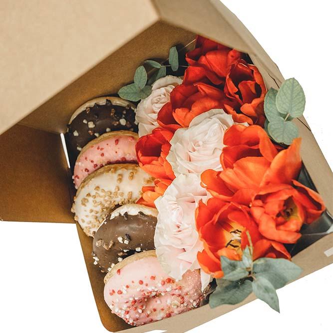 5 donuts e fiori misti