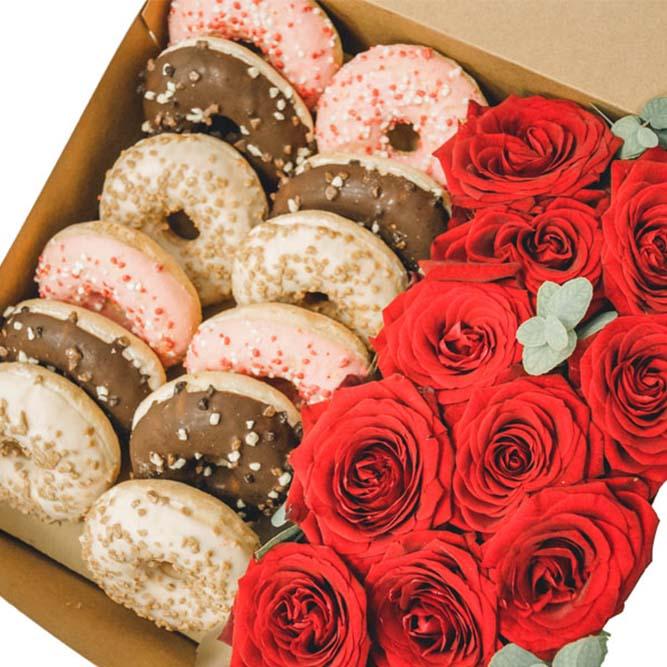scatola grande con donuts