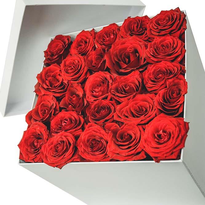 scatola grande di rose